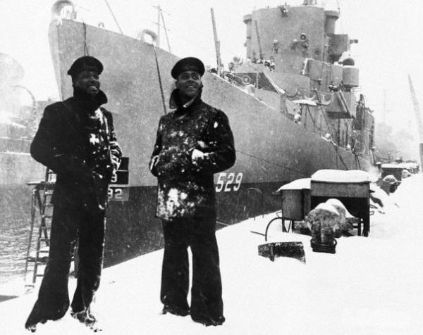 Marine US habbillée en cabn en plein hiver